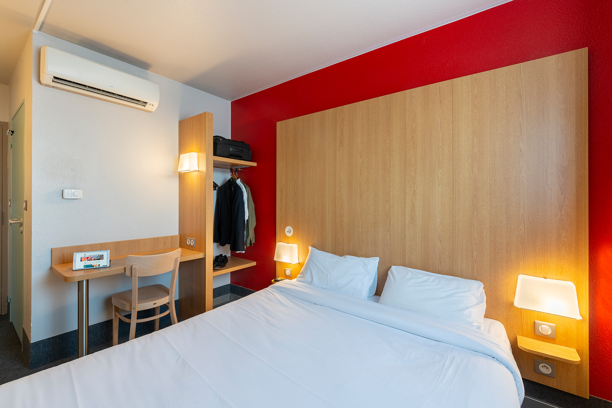 B b h tel cholet centre h tel 4 place michel ange 49300 for Appart hotel cholet